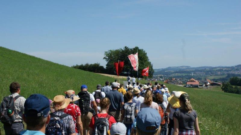 Le début du pèlerinage entre Treyvaux et Praroman
